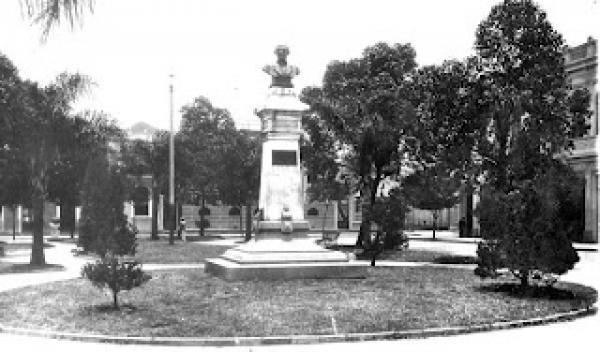 Praça Zacarias no ano de 1920