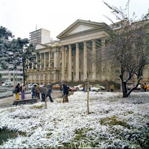 Neve na Praça Santos Andrade de Curitiba - UFPR 1975