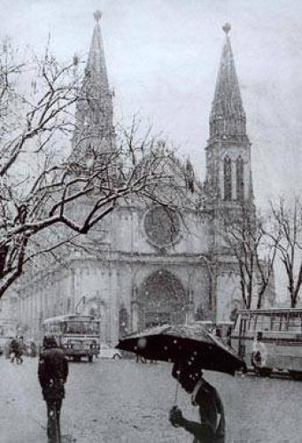 Neve sob a Catedral Nossa Senhora da Luz de Curitiba em 1975