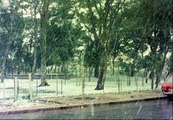 Neve caindo em Curitiba em 1975
