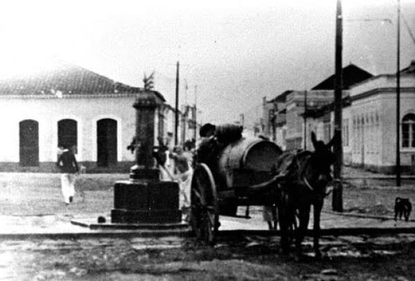 Praça Zacarias Curitiba inaugurada em 1871 com o nome de Largo do Chafariz