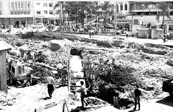Reformas na Praça Zacarias para acabar com as enchentes que ocorriam naquela epoca
