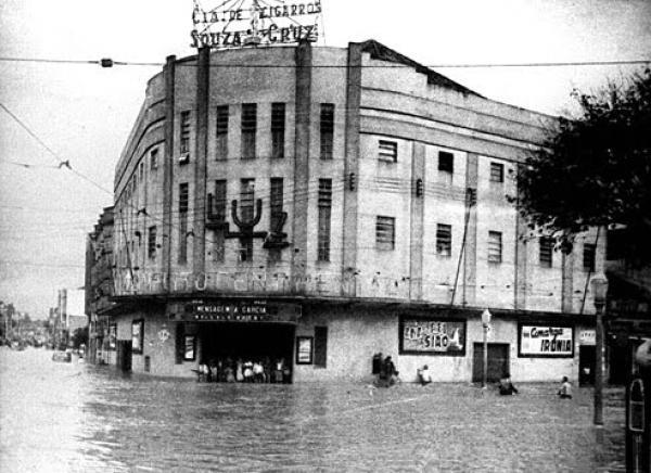 Praça Zacarias Curitiba Cine Luz Sofreu grandes enchentes
