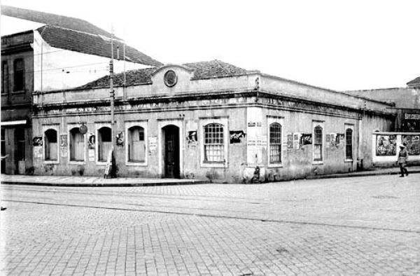 Antigo cadeião de Curitiba na praça Zacarias por volta dos anos 20 e 30