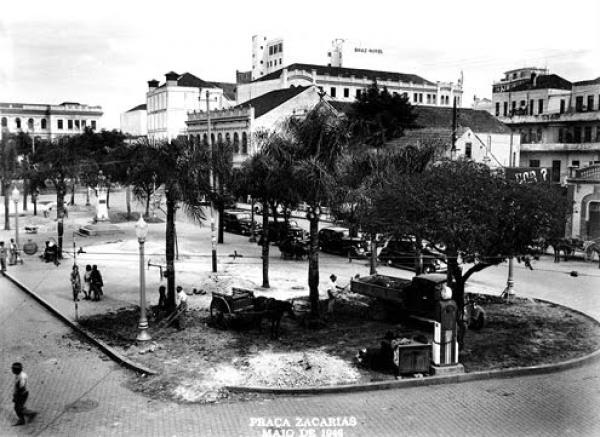 Praça Zacarias por volta dos anos 40