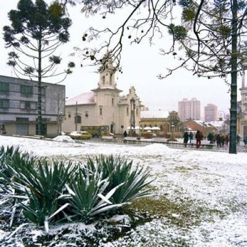 É o Largo do Rosário em 1975