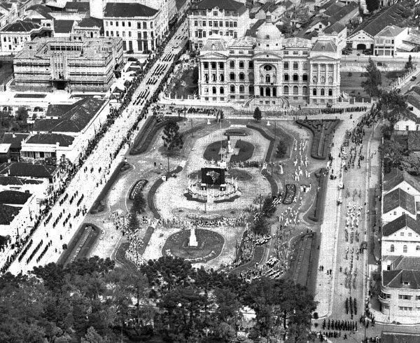 Praça Santos Andrade em 1938