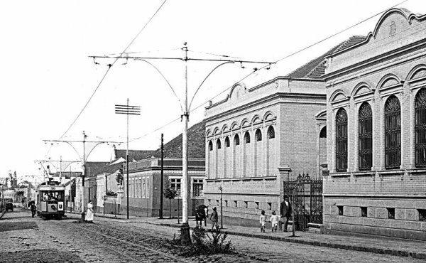 CURITIBA ANTIGAMENTE E REGIAO EM FOTOS  Rua Comendador Araújo, em 1915 7c2876323b