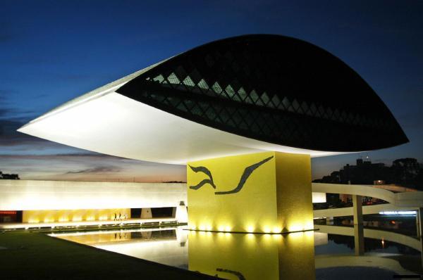 Museu Oscar Niemeyer maior e mais  moderno Museu do Brasil