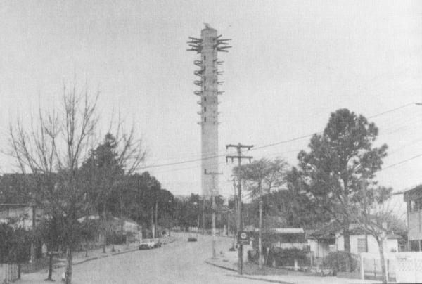 Torre da Telepar sendo construída, final dos anos 80 e início dos 90