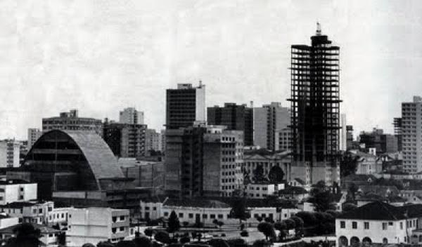 Praça Santos Andrade - Teatro Guaíra e UFPR