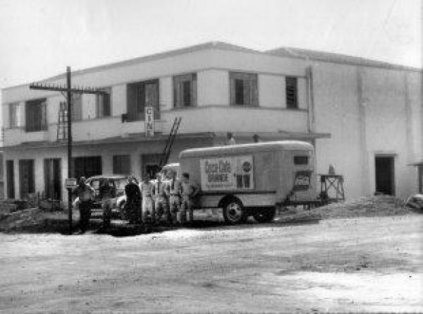 Cine São Cristóvão na Vila Guaíra  inaugurado em 1963 na verdade em 62 já  existia, num barracão de madeira