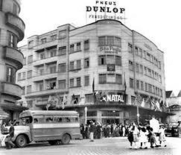 Natal na Loja Prosdócimo na Praça Tiradentes hoje uma faculdade 1953 Ficava bem na esquina da Cruz Machado
