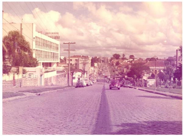 Avenida João Gualberto em rara  imagem sem a canaleta dos  biarticulados