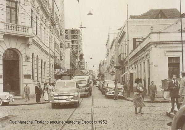 Avenida Marechal Floriano esquina com a Marechal Deodoro no ano de 195