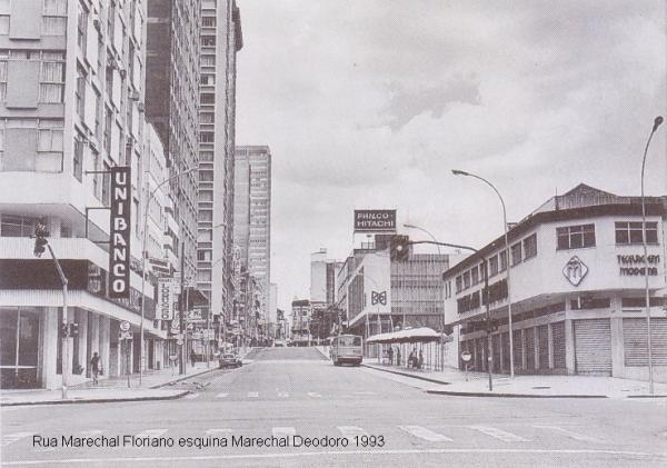 Avenida Marechal Floriano esquina com a Marechal Deodoro no ano 1993