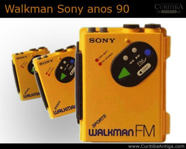 Walkman da Sony tocava fita fazia  maior sucesso preso na cinta anos  90