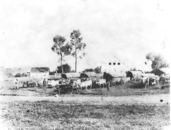 Uma contribuição do século XIX Uma visão leste da Praça Santos Andrade de 1886