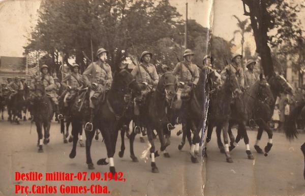 Desfile Militar em 1942 no dia 7 de Setembro na Praça Carlos Gomes