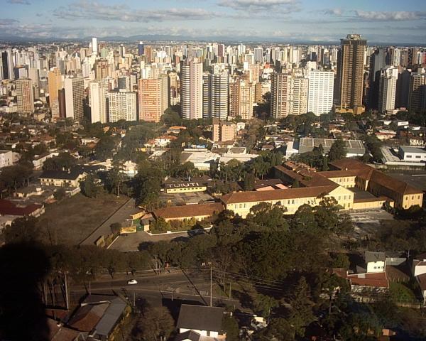 Torre da Brasil Telecom com vista para a Universidade Tuiuti em 2003
