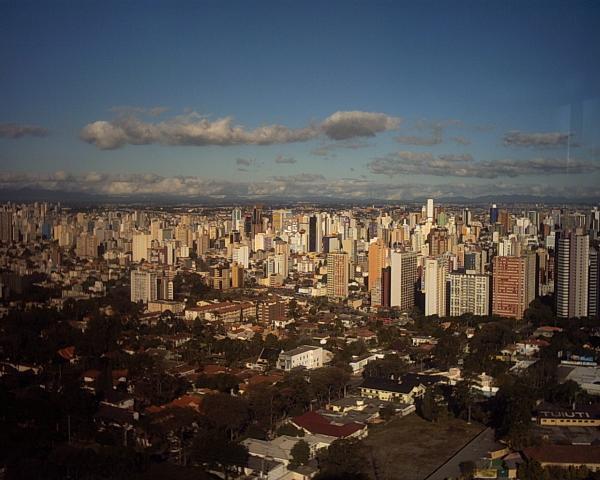 Torre da Brasil Telecom com vista para o Centro de Curitiba em 2003