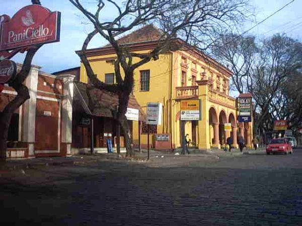 Restaurante Casa dos Arcos em 2004 na Avenida Manoel Ribas em Santa Felicidade