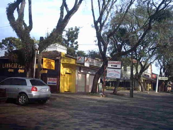 Avenida Manoel Ribas proximo ao restaurante Dom Antonio em Santa Felicidade no ano de 2004