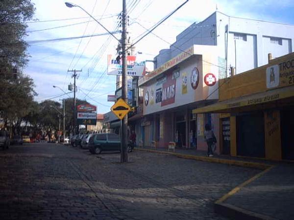 Farmacia Farmais em Santa Felicidade em 2004 na Avenida Manoel Ribas