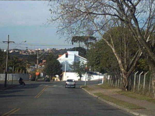 Avenida Vereador Toaldo Túlio próximo ao Cemitério de Santa Felicidade