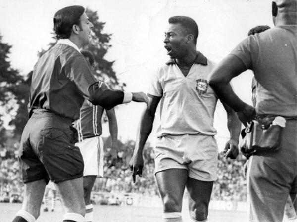 Brasil de Pelé contra a seleção do Paraná em 13  novembro de 1968