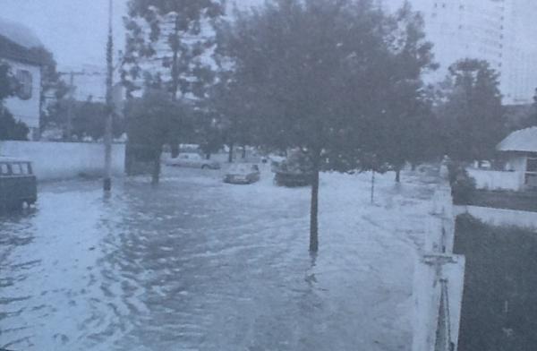 Enchente do Rio Belém inundação da Rua Conselheiro Araújo com Largo Bitiencourt