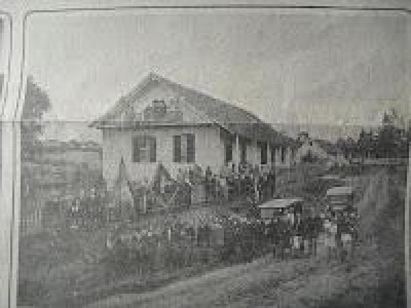 Primeira Sede da Sociedade Abranches no bairro Abranches próximo ao parque São Lourenço em meados de 1910