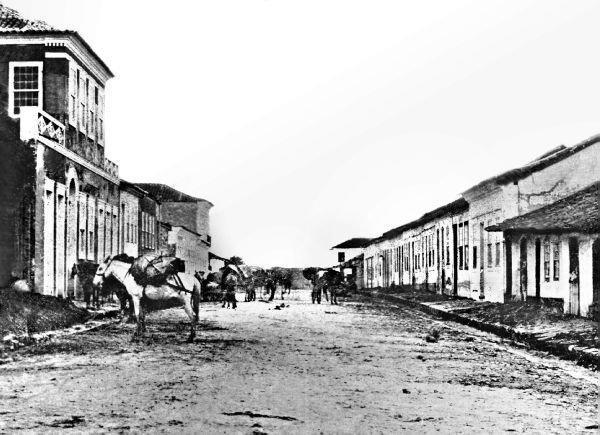 Foto mais antiga da Rua das Flores em 1860