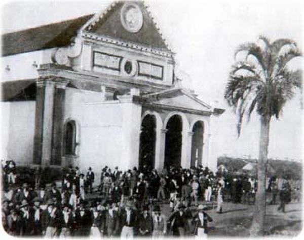 Imigrantes italianos junto à  igreja São José em 1891 ano de  inauguração da Igreja
