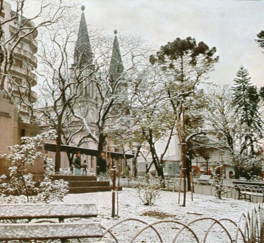 Catedral em julho de 1975 dia da neve em Curitiba