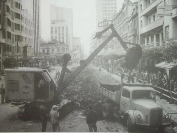 Curitiba Rua XV de Novembro na década de 60 em Obras