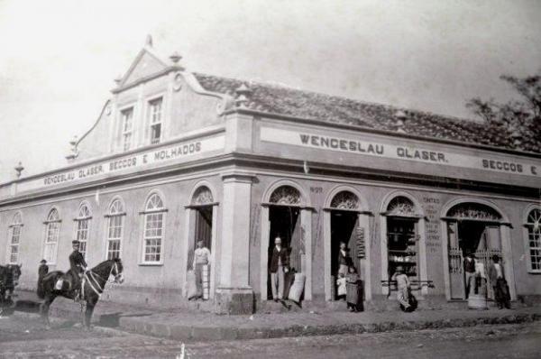Casa Comercial de Wenceslau Glaser na Rua Comendador Araújo