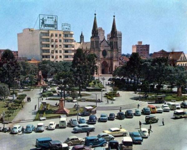 Praça Tiradentes Antigamente em Belissima imagem de cima mostrando boa parte da praça