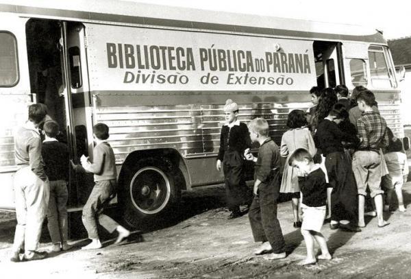 Biblioteca Pública do Paraná divisão de Extensão