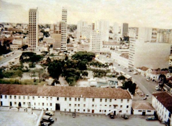 Quartel General e Praça Ruy Barbosa Vista do Edifício Presidente em 1968