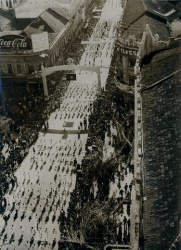 Foto Aérea da Rua XV de Novembro durante desfile em Homenagem ao Presidente Dutra no final da década de 40