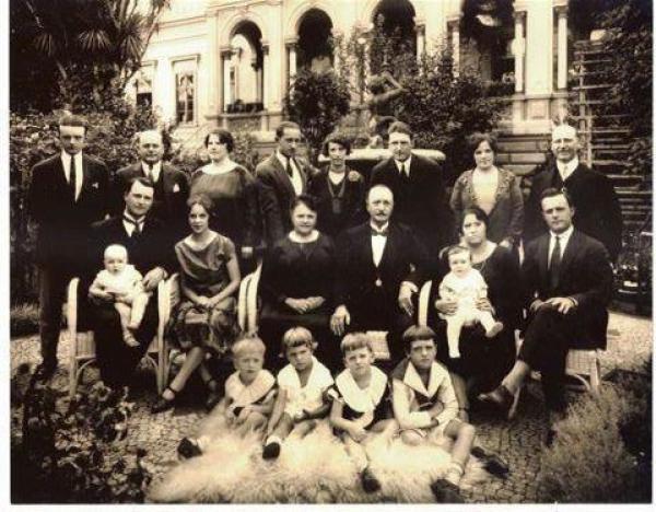 Família Glaser reunida na Casa da Comendador Araújo em 1928