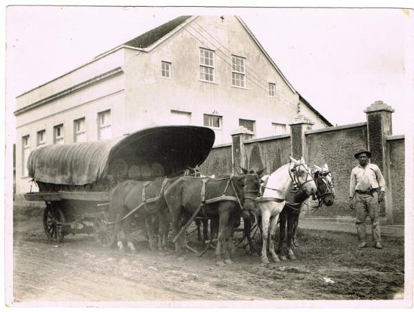 Mercadorias Chegando a Casa Glaser Início do Século XX