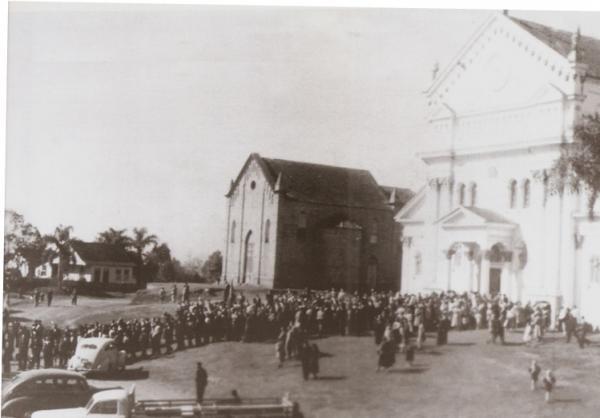Igreja São Pedro Ano 1940 que  atualmente é um marco e a  identidade da região do Umbará