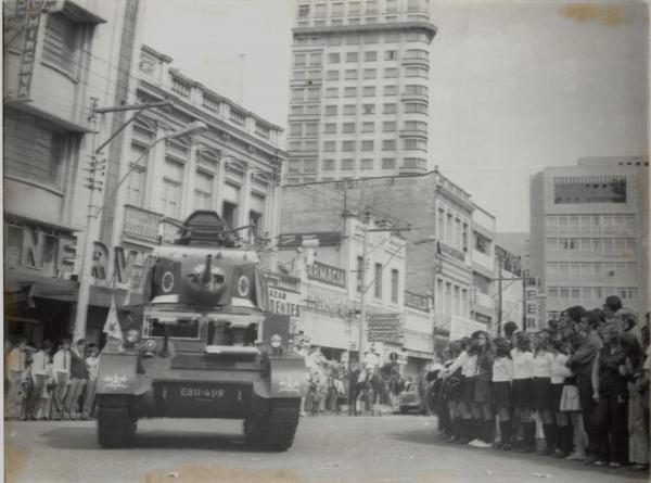 Desfile Militar na Praça Tiradentes em 1958