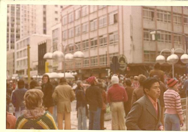 Foto da Rua XV de Novembro em 1975, quando nevou em Curitiba