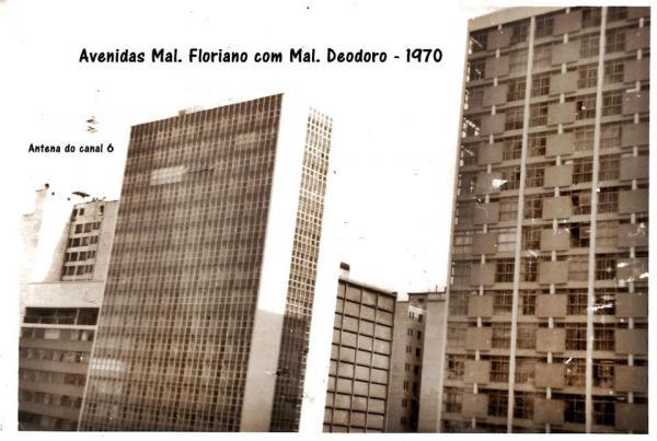 Avenida Marechal Floriano com a Marechal Deodoro em 1970