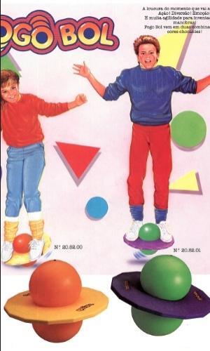 Equilibrar-se em um Pogobol da Estrela  década de 80