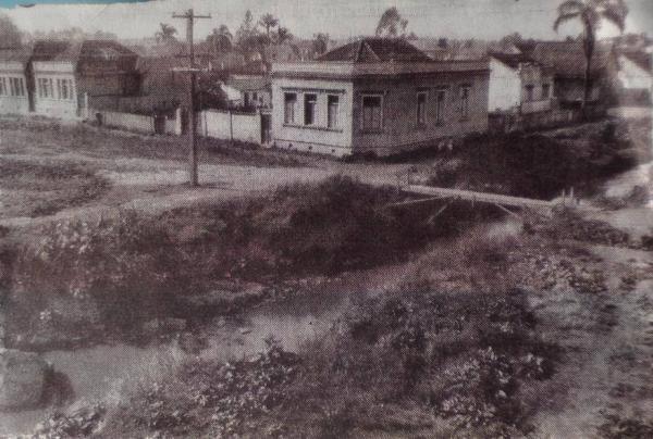 Avenida Visconde de Guarapuava esquina com Mariano Torres em 1954