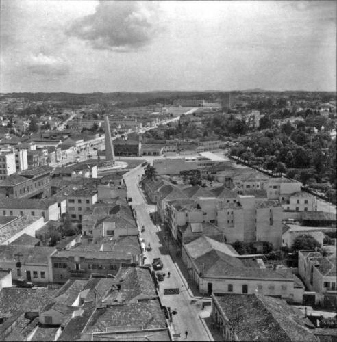 Avenida Cândido de Abreu e palácio do governo em 1959